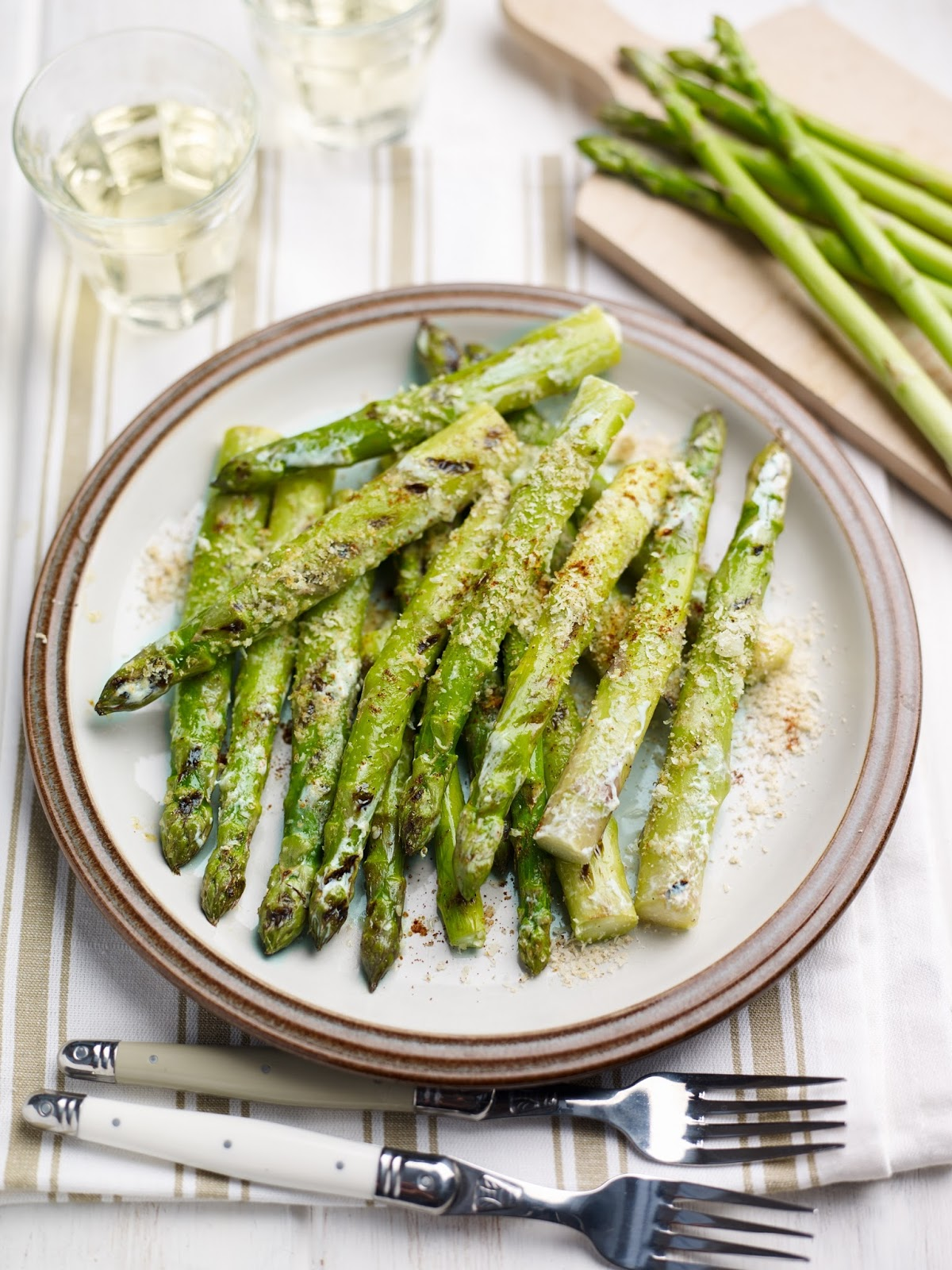 How To Make Mexican-style British Asparagus with Lime And Sour Cream Glaze
