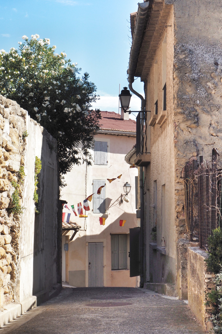 Petite rue du village de Vacqueyras