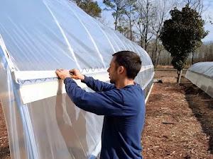 Manfaat Plastik Uv - Tips Pemasangan Plastik Uv Yang Baik Dan Benar Untuk Greenhouse
