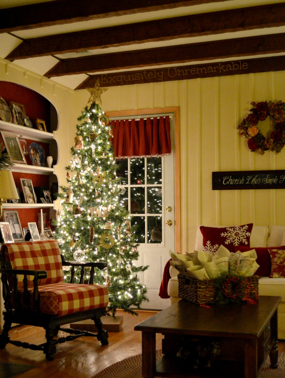Cottage Style Christmas Decor