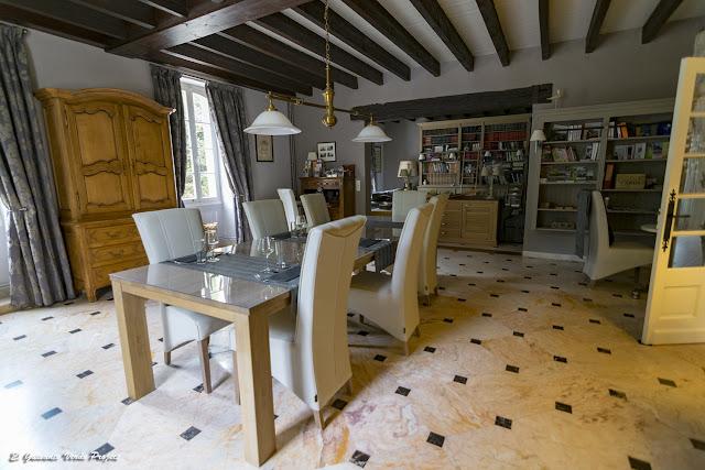 Comedor de L'ostal en Perigord, Velines, Francia por El Guisante Verde Project