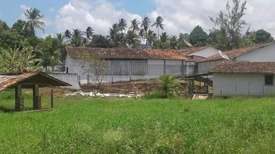 Muro da escola municipal desaba