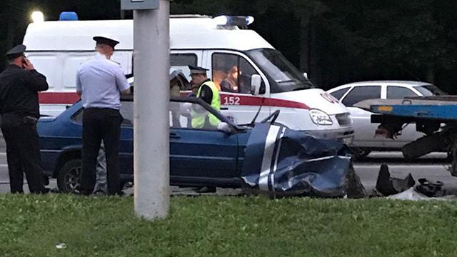 В Уфе ВАЗ-2115 на полной скорости влетел в эвакуатор: водитель погиб