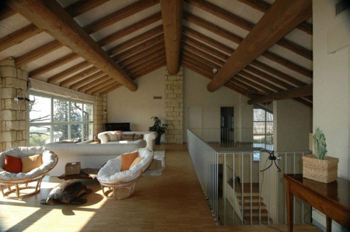 Hogares Frescos Casa De Campo Con Un Estilo Rustico Y