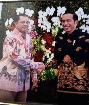 Walikota Bima H Qurais H Abidin saat bertemu secara langsung dengan Presiden RI Ir Joko Widodo