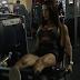 Veja a musa fitness Carol Saraiva em 5 vídeos de treinos diferentes