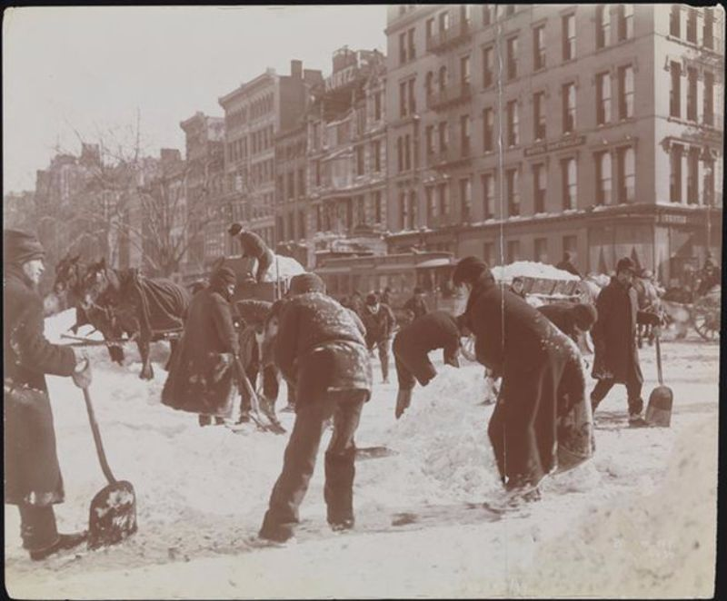 Street Cleaning Nyc >> 15 Amazing Vintage Photographs Show How New York City Dealt With Snow Removal Over 100 Years Ago ...