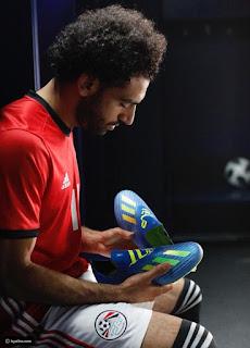 صور حذاء محمد صلاح الجديد , صور جزمة محمد صلاح الجديدة , صور بوت محمد صلاح الجديد