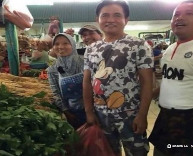 Yusril Blusukan ke Pasar Pakai Kaos Mickey Mouse,Akhirnya Kena Bully