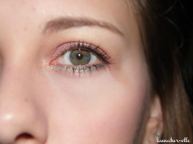 maquillage mauve pour yeux vert
