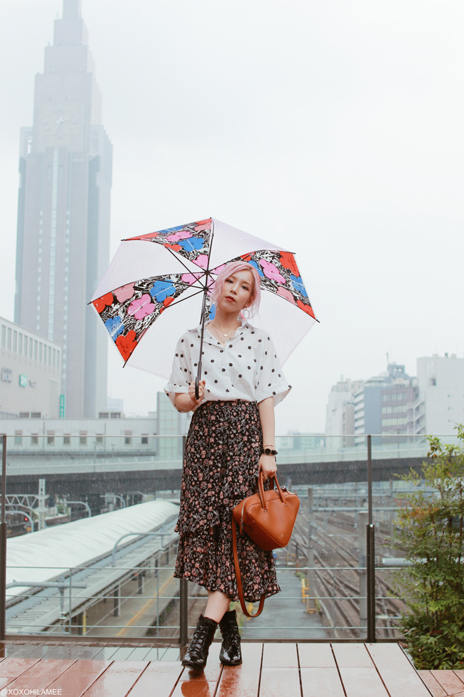 Japanese Fashion Blogger,Mizuho K,20180623OOTD,SheIn=polka dot blouse/GU=black floral frill skirt/CHOIES=lace up boots/Rakuten=camel triangle hand bag/Andy Warhol umbrella=franc franc/clear round earrings=3COINS/medal necklace=Bershka