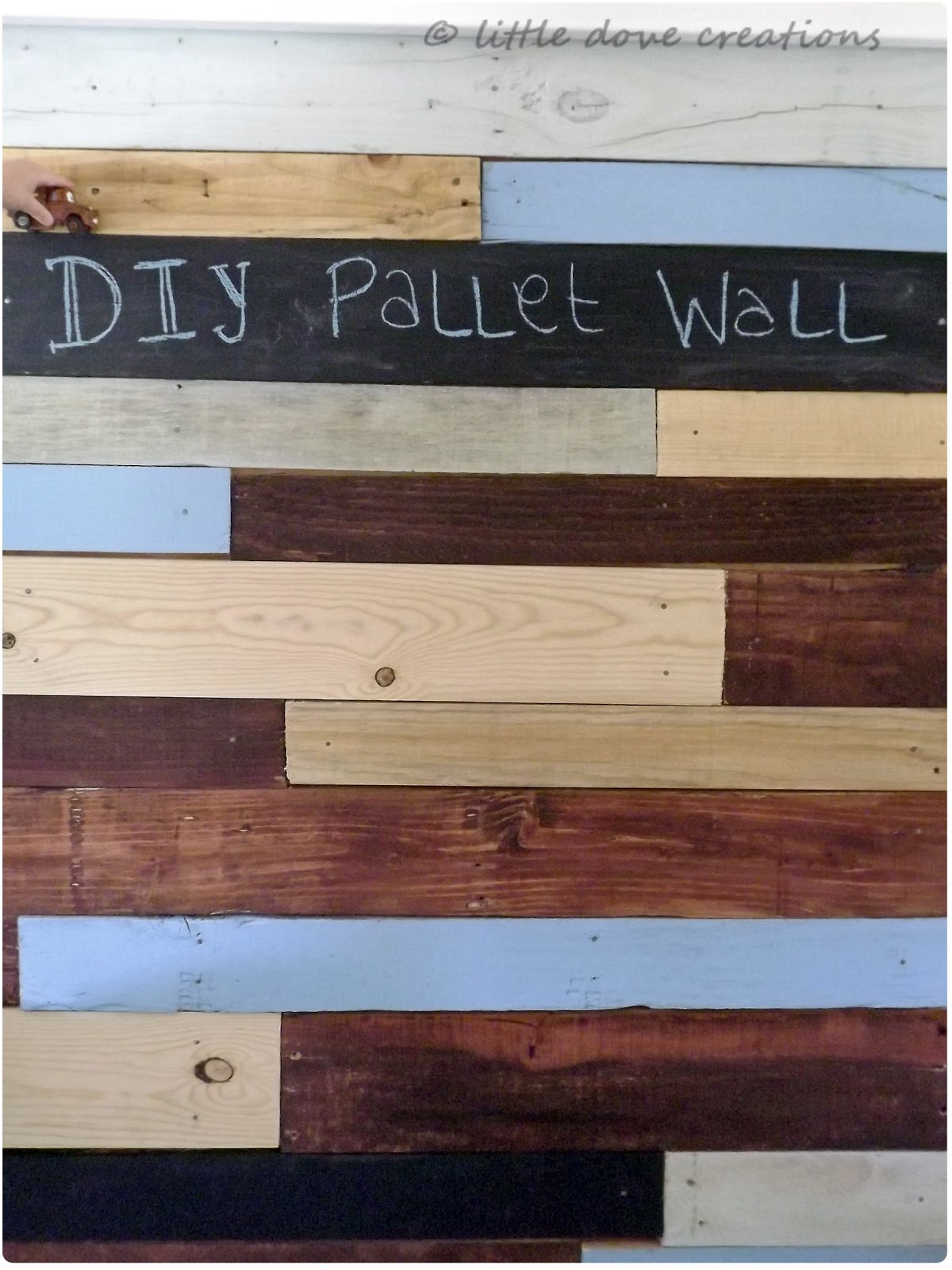diy pallet wall little dove blog. Black Bedroom Furniture Sets. Home Design Ideas