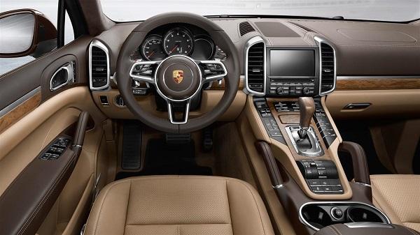 Interior Porsche Cayenne 2016