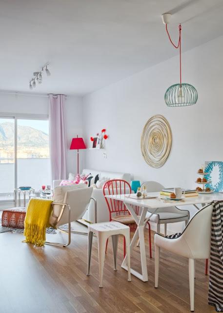 Atmosferă boho-chic într-un apartament vesel și colorat