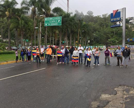 """#2May Caracas amaneció con """"trancazo"""" contra la Constituyente de Maduro  (+Fotos+Videos)"""