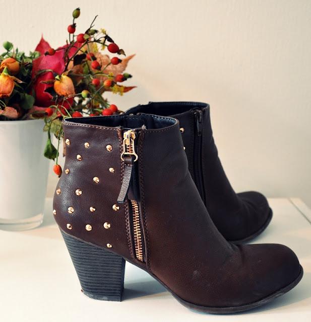 studded boots in brown // braune Stiefeletten mit Nieten