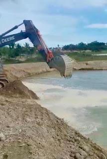 Alagoinhas: Prefeitura realiza intervenção para desassoreamento de lagoa do bairro Mãe Cirila