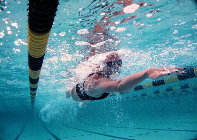 10 razones por las que cada mujer debe entrar en el agua
