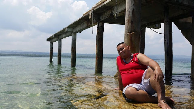 Chill time at the Campalabo sandbar