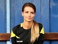 Foto-foto Wasit Sepakbola Cantik dan Seksi Karolina Bojar