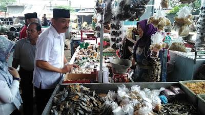 Temui Pedagang Pasar Jombang, Ini yang Dilakukan Cabup PDI Perjuangan