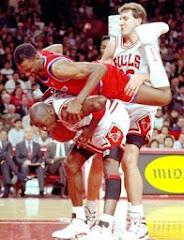 smešna slika: košarkaši u  trojci