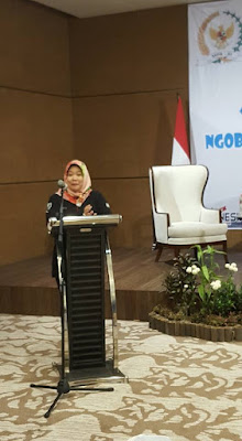 Ibu Siti Fauziah membuka sesi pertama acara Ngobrol Bareng Netizen Semarang (Dok:Pri)