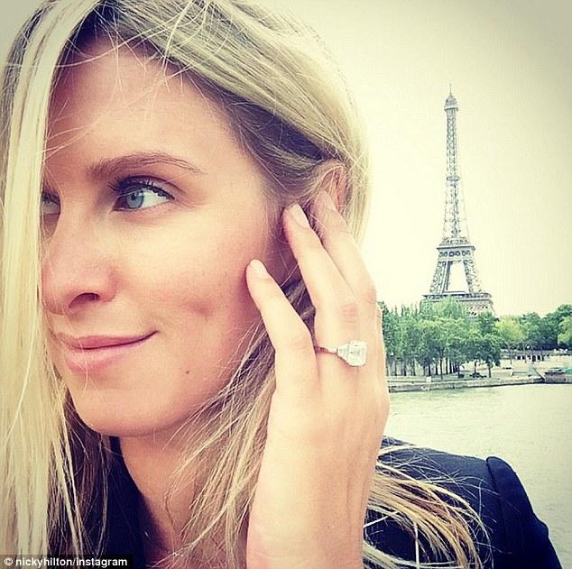 Anel noivado diamantes solitário da Nicky Hilton