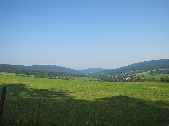 Dolina wsi Bartne.