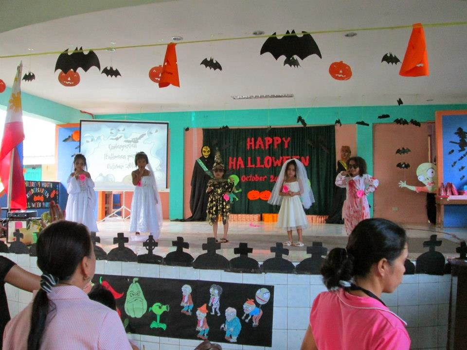 "<img src=""brides.gif"" alt="" scary brides halloween costume dsigns for children ""/>"