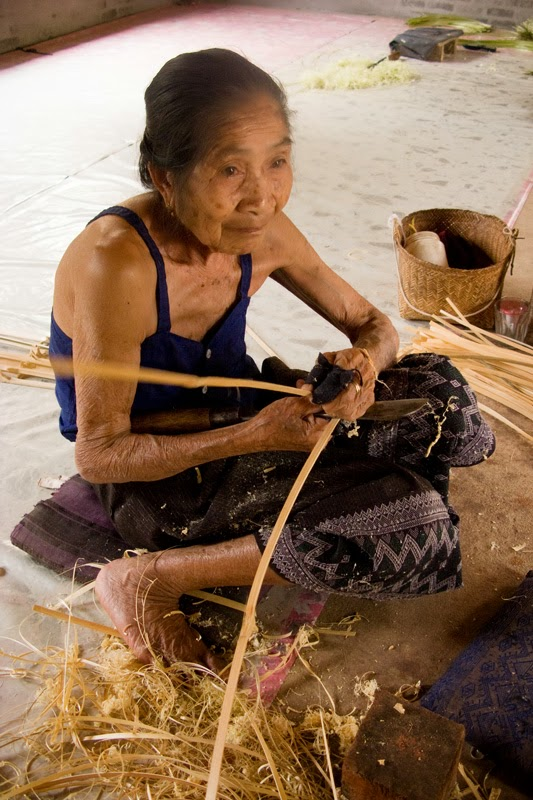 Basket weaver supported by Saoban in Laos