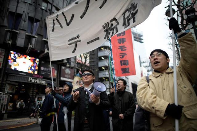 Trai Nhật Bản ra đường biểu tình đòi hủy ngày Valentine