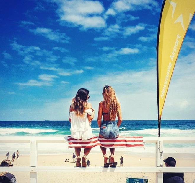 """2 Cô bạn thân xinh đẹp khơi dậy trào lưu """"đi du lịch khắp thế giới cùng cô bạn gái thân 33"""
