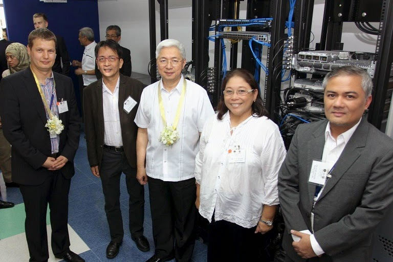 UP and Nokia officials inside the new lab