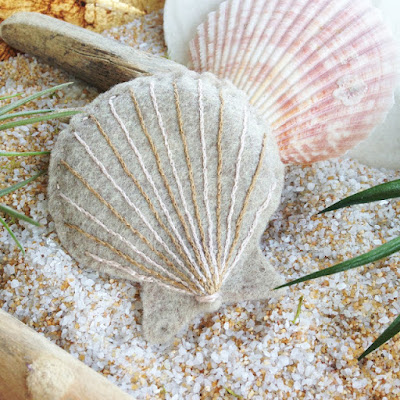 http://kbbcrafts.blogspot.com.es/2016/08/hand-sewn-felt-seashells.html