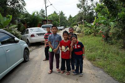 Anak anak kampung  Pintasan Tiris Bekenu