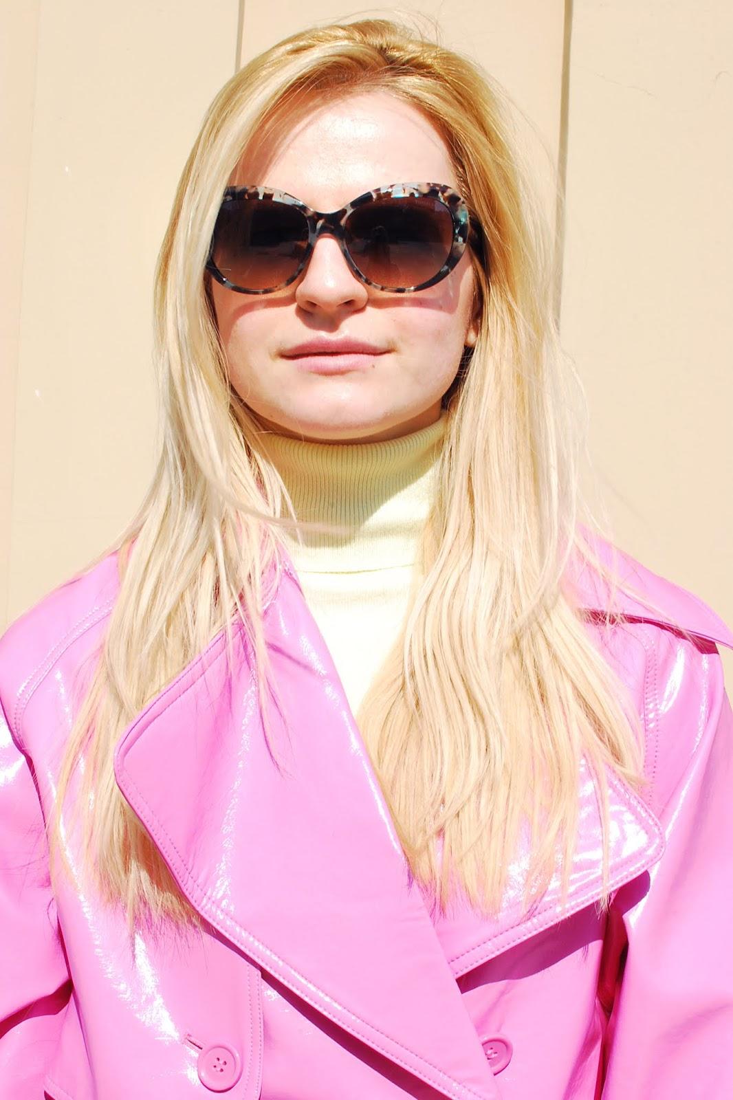 розовый оттенок в одежде для блондинок