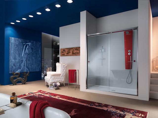Moderne-duschabtrennung-glas-schiebetüren-Design-im-luxus-badezimmer-weiß-blau-Ideen