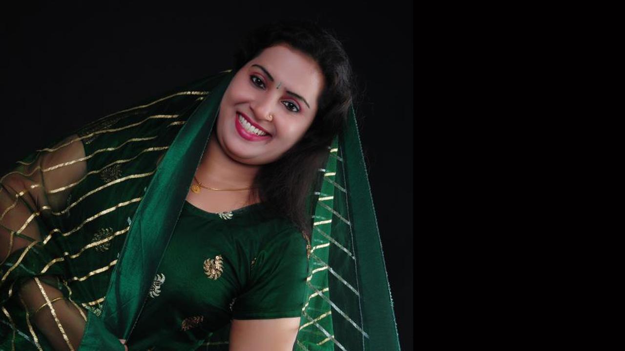 Pengalpundai Mulai: Beautiful Tamil Pengal Mulai Photos Hot Aunty