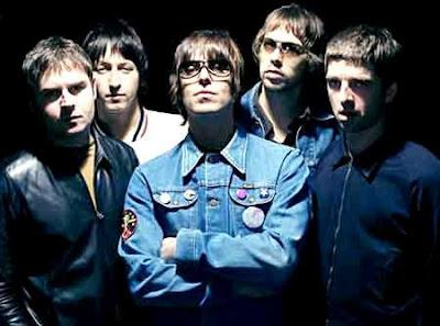 Foto de integrantes de Oasis parados