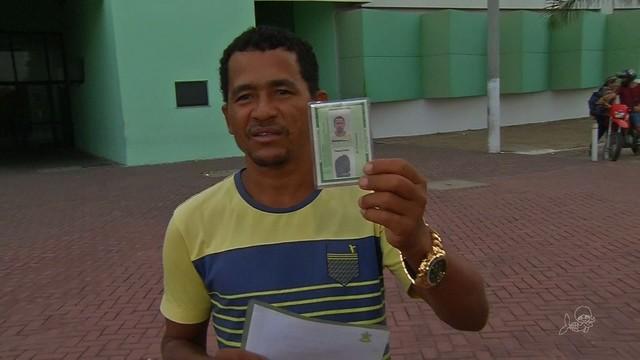 Preso por engano durante 3 anos tira 1º documento de identidade