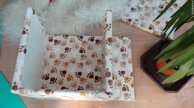 domek dla kota w trakcie składania