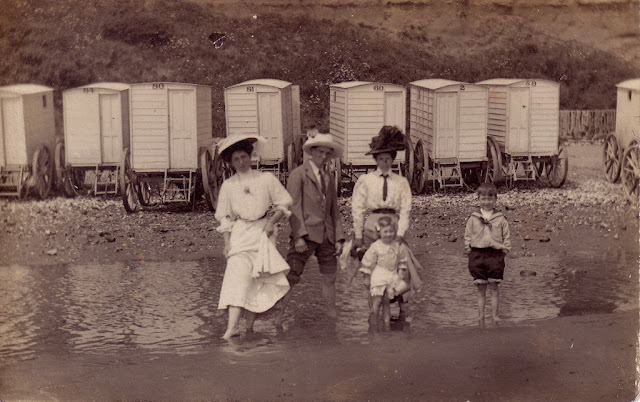 Bad Set Vintage Bathing Machines At The Beach In The 1900s ~ Vintage Everyday