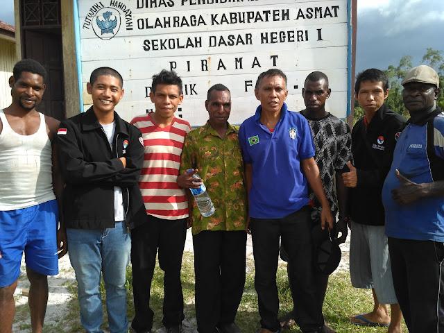 Bersama Seluruh Guru SD Inpres Biopis mengunjungi SDN 1 Piramat