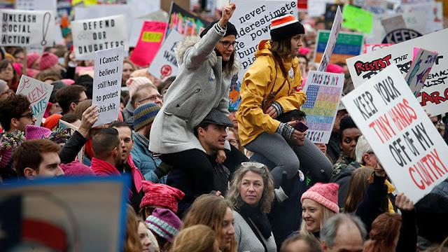 Primer año de la presidencia de Trump acaba con masivas marchas en su contra y cierre del Gobierno