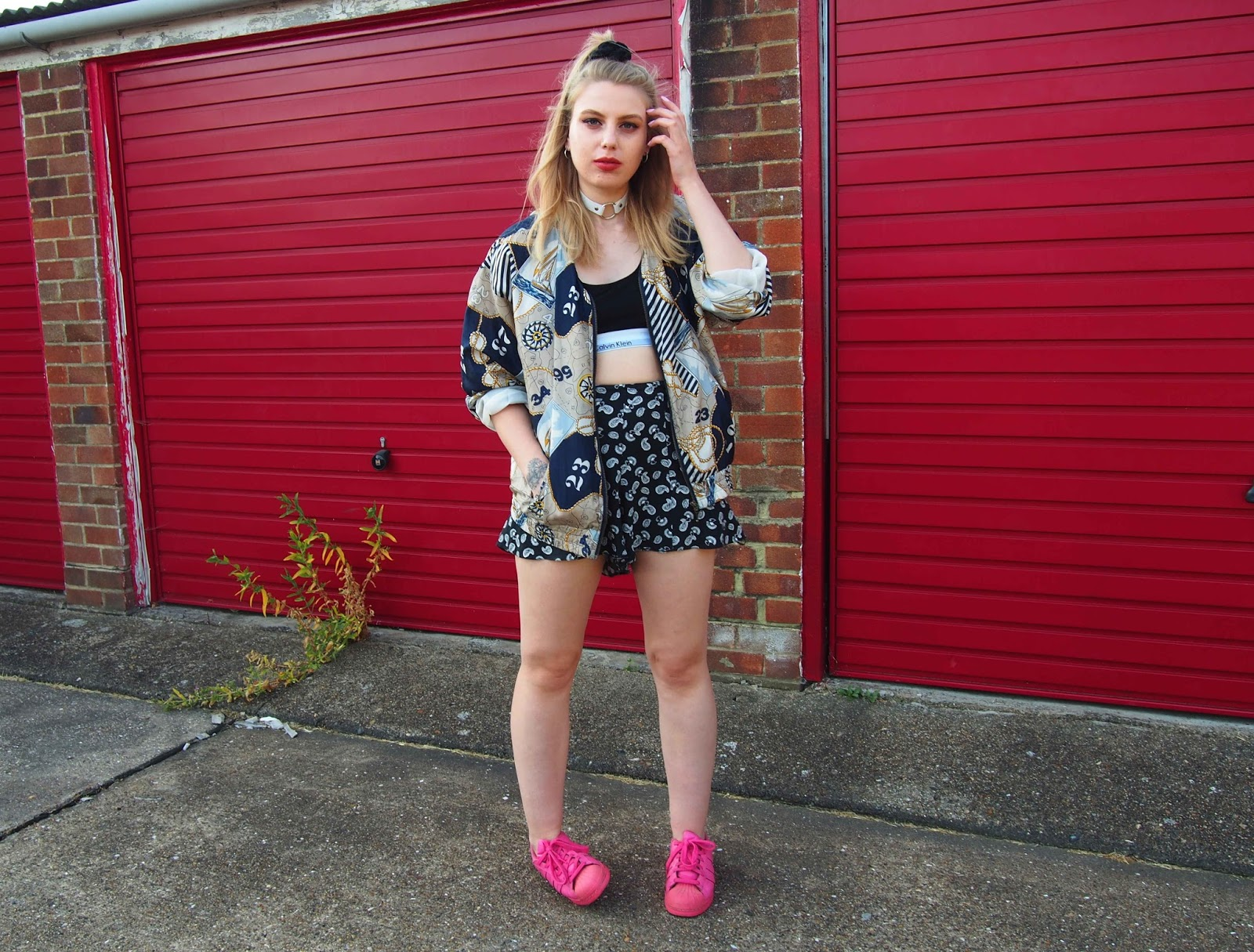how to style a calvin klein bralette, vintage bomber jacket, grunge alternative fashion style inspiration, pink supercolour superstars, o ring choker 1