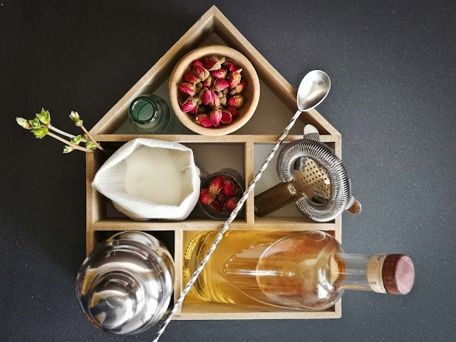 recette-cocktail-gin-sirop-de-rose,rose-des-champs,sirop-rose,madame-gin