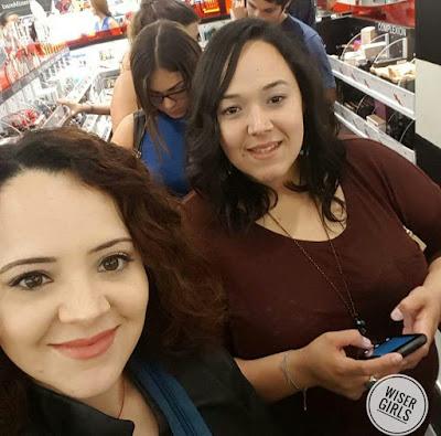 hermanas comprando en sephora