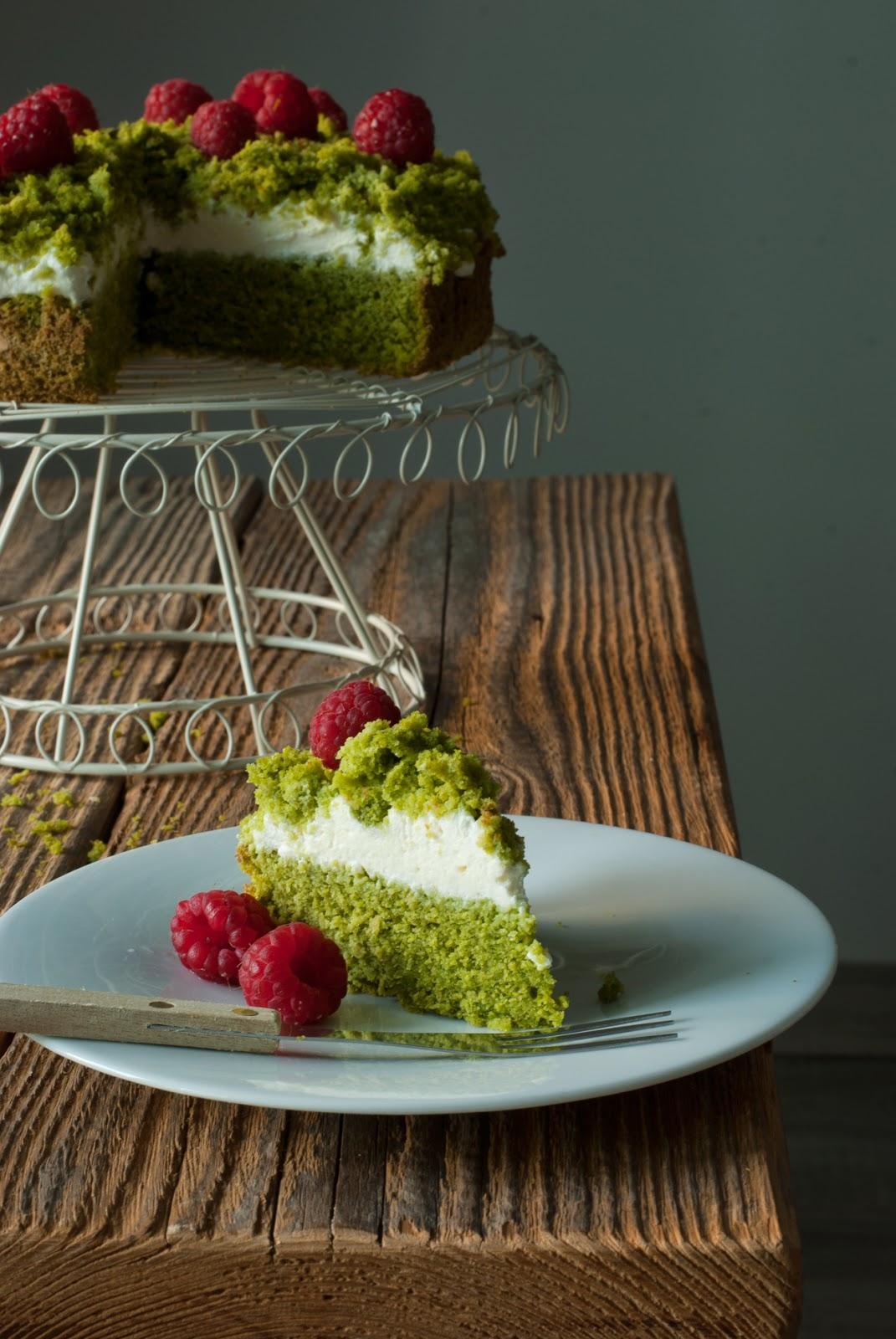 Bezglutenowe ciasto leśny mech z owocami