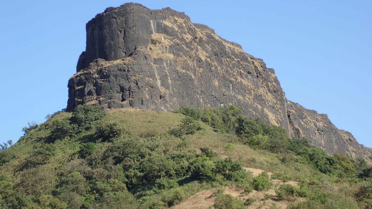 लोहगड किल्ला